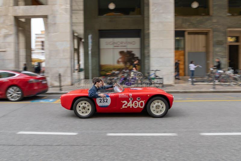 1000 millas 2019, Brescia - Italia 14 de mayo de 2019: La carrera de coches hist?rica de Mille Miglia Comienzo de la raza en Bres fotografía de archivo