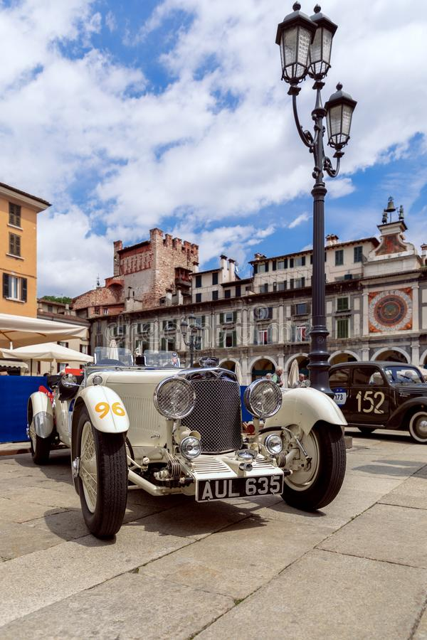 1000 millas 2019, Brescia - Italia 14 de mayo de 2019: La carrera de coches hist?rica de Mille Miglia Exposición de los coches hi fotos de archivo libres de regalías