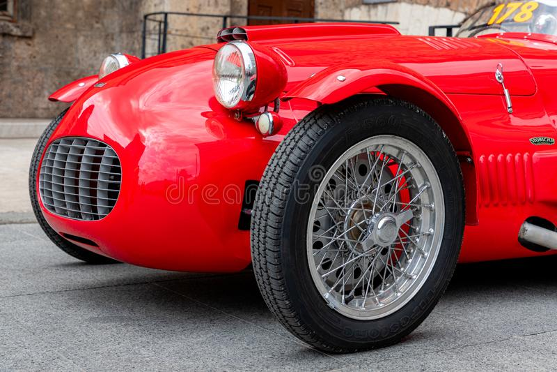 1000 millas 2019, Brescia - Italia 14 de mayo de 2019: La carrera de coches hist?rica de Mille Miglia Un coche rojo histórico her imagen de archivo