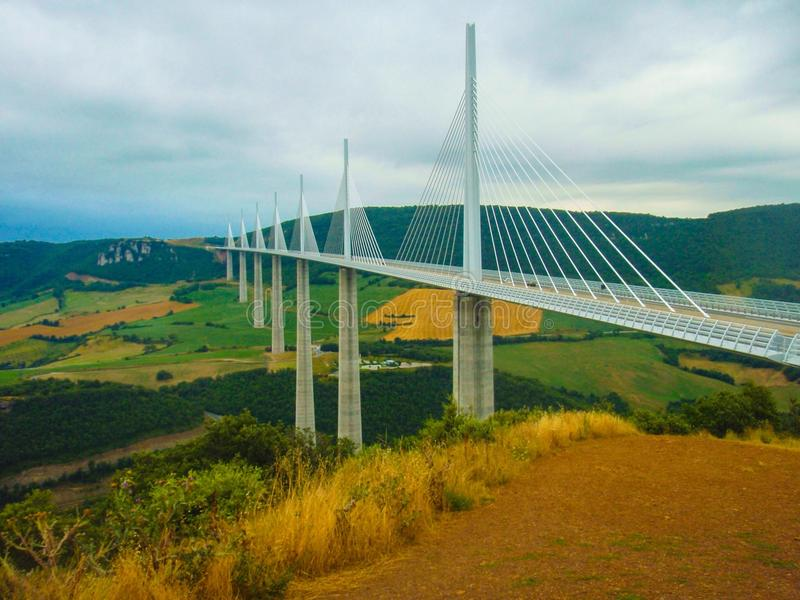 Millau bro södra Frankrike fotografering för bildbyråer