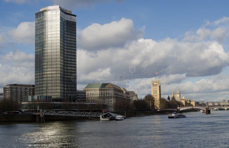 Millbank的,伦敦泰晤士河