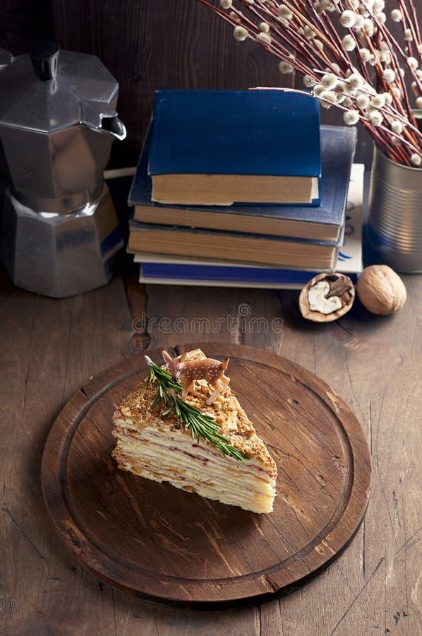Mille弗耶叫作木板材的拿破仑的油酥点心片断  免版税库存照片