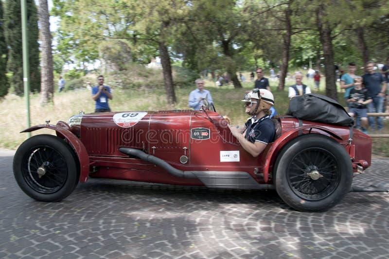 Mille Miglia, das berühmte Rennen für Retro- Autos lizenzfreie stockbilder