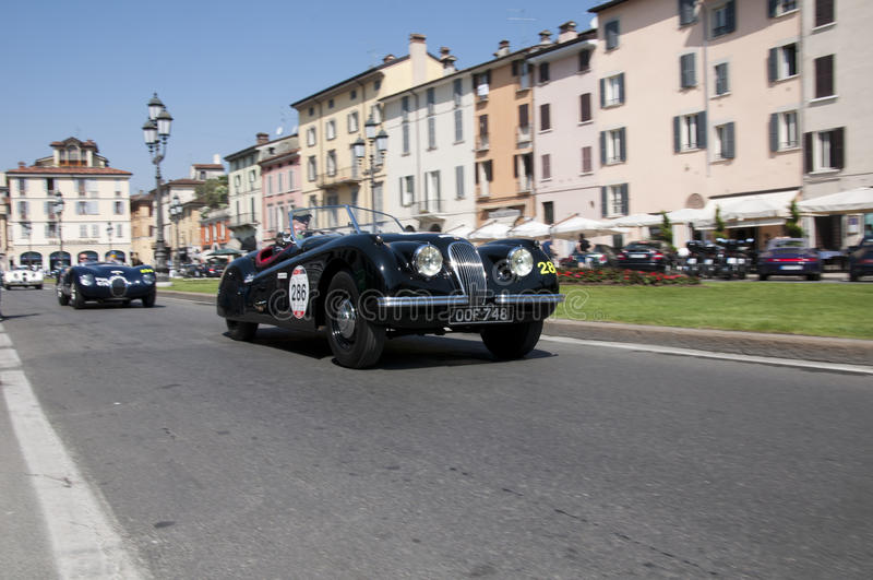 Download Mille Miglia, Het Beroemde Ras Voor Retro Auto's Redactionele Fotografie - Afbeelding bestaande uit wedstrijd, auto: 54087547
