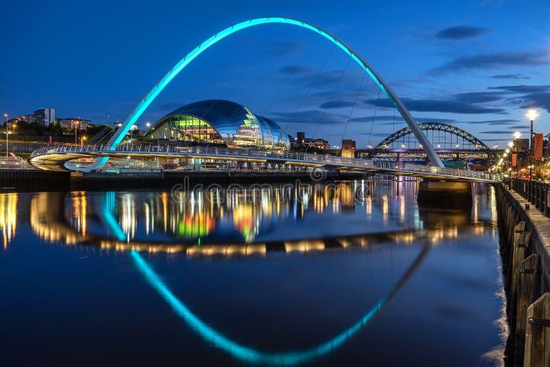 Milleniumbro på kajen av Gateshead royaltyfri fotografi