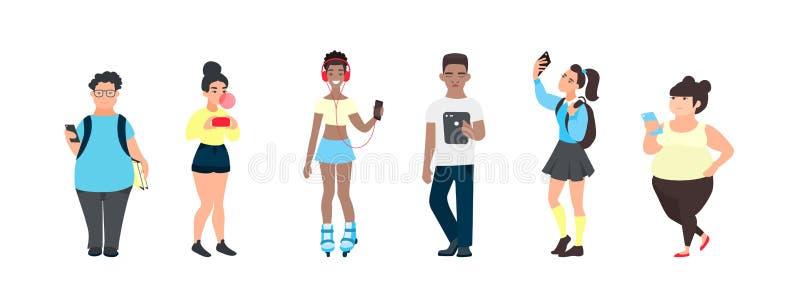 Millennial nastolatkowie z smartphones Grupa wielokulturowi przyjaciele używa gadżety Wiek dojrzewania używać ogólnospołecznych ś ilustracji