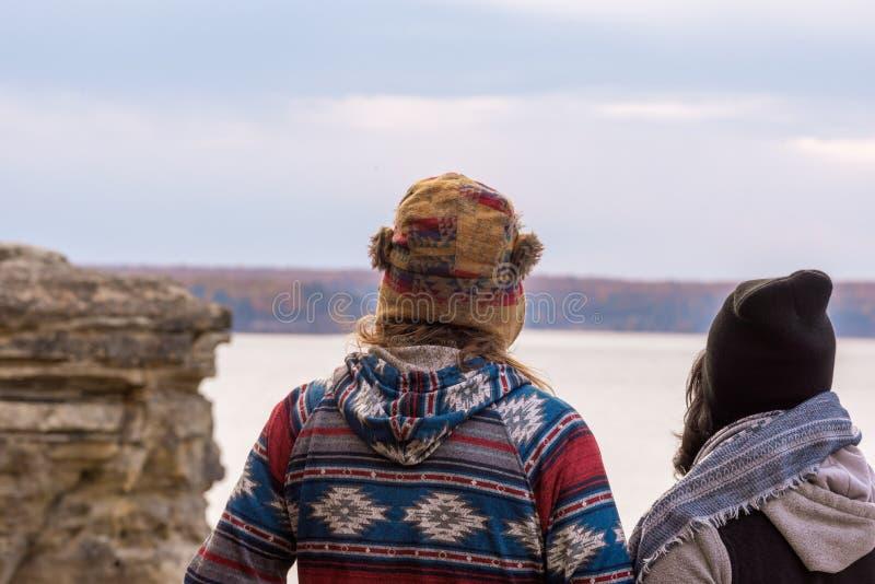 Millennial paar die de Verenigde Staten reizen stock foto