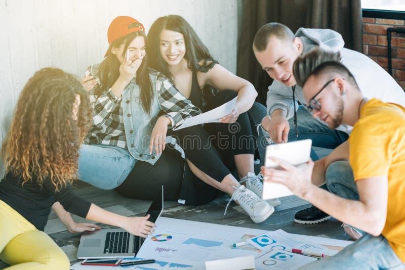 Millennials企业正面工作气候 免版税库存照片