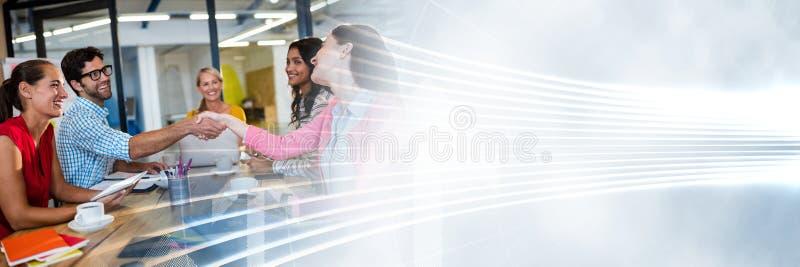 Millennials en la reunión de negocios con la transición blanca del interfaz imagen de archivo