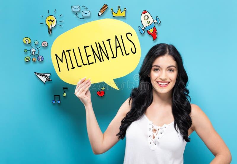 Millennials z kobietą trzyma mowa bąbel obrazy royalty free