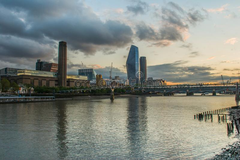 Millenniumbrug en Tate Modern stock foto's