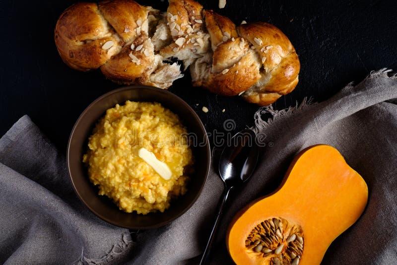Milletporridge med pumpa arkivfoton