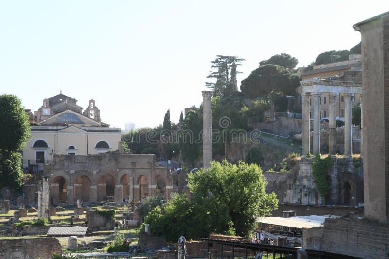 Milliarium土星Aureum和寺庙  库存图片
