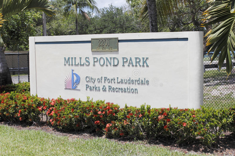 Download Mills Pond Park Entrance Sign Editorial Image - Image: 93883855