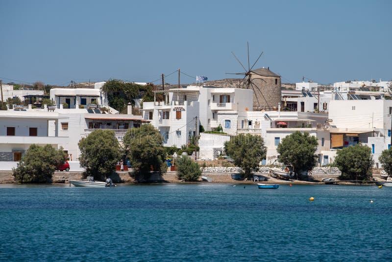 Milo dalla vista del porto della Grecia dalla barca a vela su ora legale immagine stock