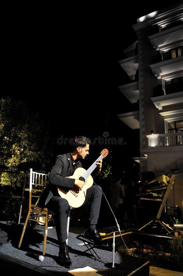 Milos Karadaglic på öppningen av det härskande hotellet arkivbild