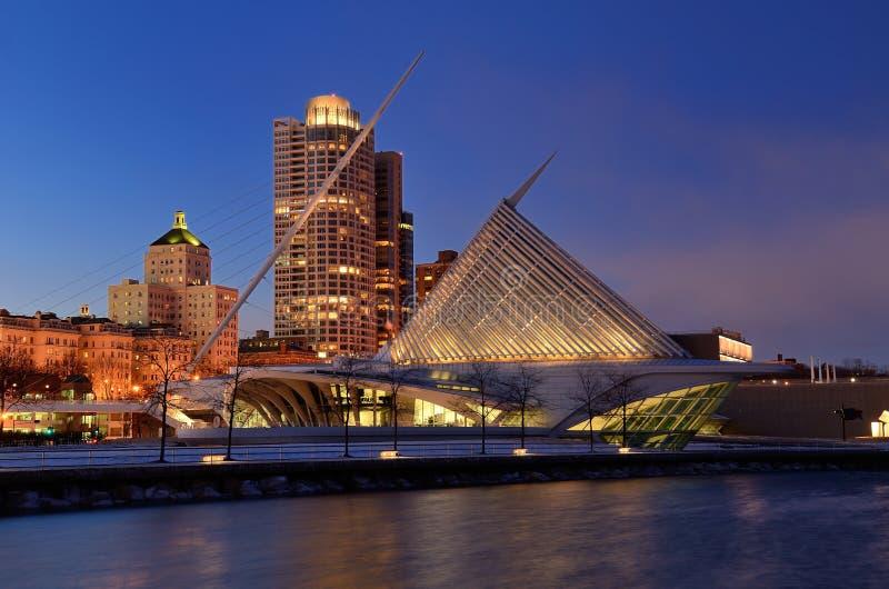 Milwaukee Art Museum nachts lizenzfreies stockbild