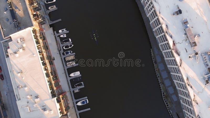 Milwaukee flod i centret, hamnområden av Milwaukee, Wisconsin, Förenta staterna Fastighet andelsfastigheter i centrum flyg- sikt arkivbild