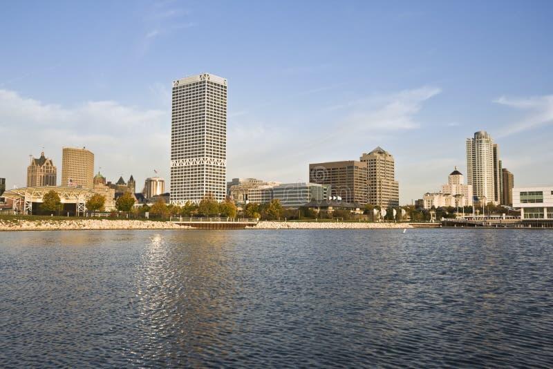 Milwaukee gesehen vom Michigansee stockbild