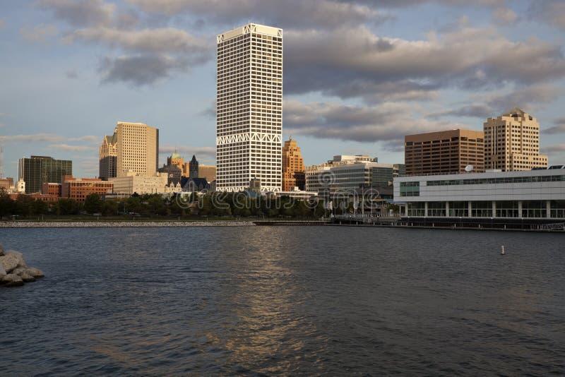 Milwaukee gesehen von der Seeseite lizenzfreie stockfotografie