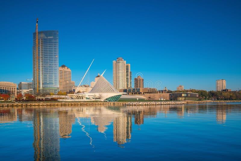 Milwaukee horisont i USA fotografering för bildbyråer