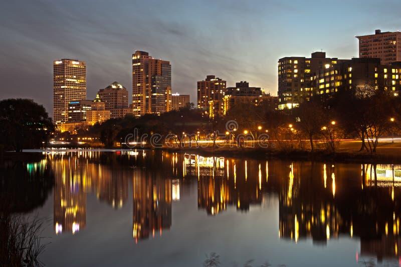 Milwaukee la nuit image libre de droits