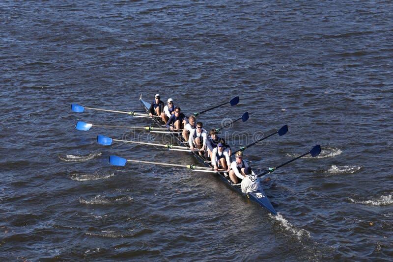 Milwaukee-Mannschaft läuft im Kopf von Charles Regatta Men-` s Jugend Eights stockfoto