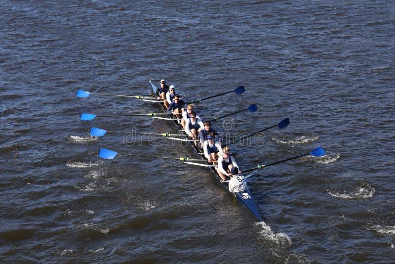 Milwaukee-Mannschaft läuft im Kopf von Charles Regatta Men-` s Jugend Eights lizenzfreies stockbild