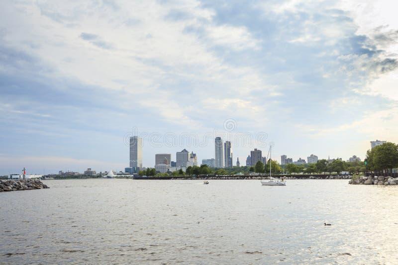Milwaukee-Skyline, Wisconsin, USA stockbilder
