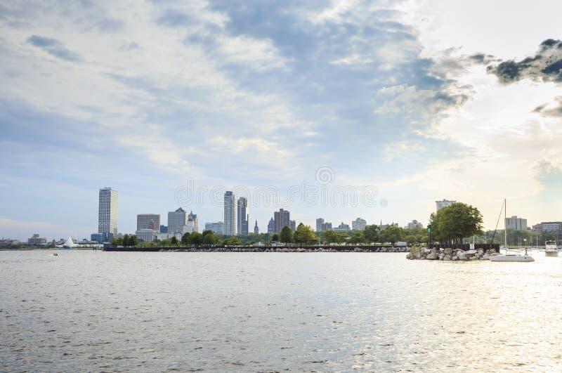 Milwaukee-Skyline, Wisconsin, USA lizenzfreie stockfotos