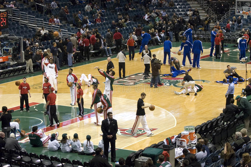 Milwaukee sträubt sich NBA Basketballbradley-Mitte stockfotos