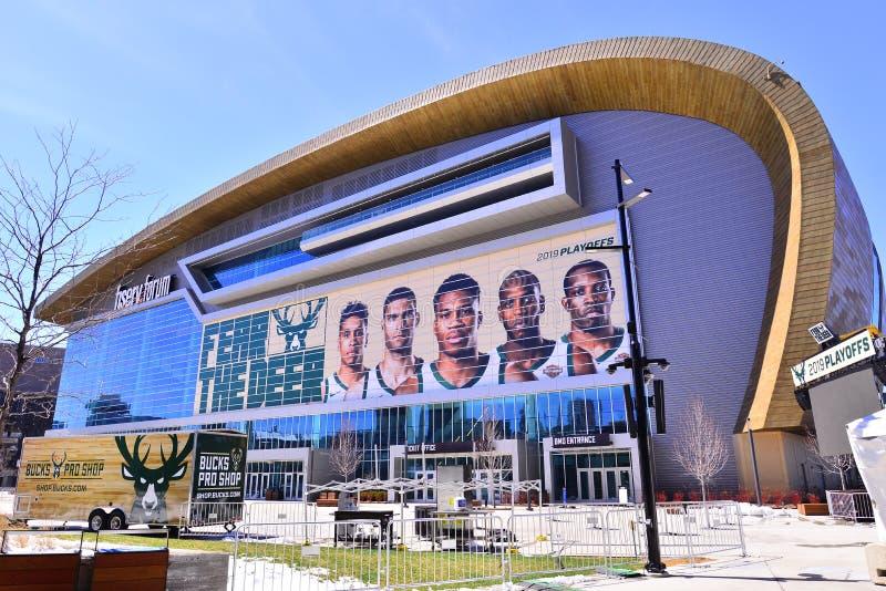 Milwaukee, Wisconsin/EUA - 15 de abril de 2019: A arena do fórum de Fiserv dos fanfarrões de Milwaukee aprontada para as elimin fotos de stock royalty free