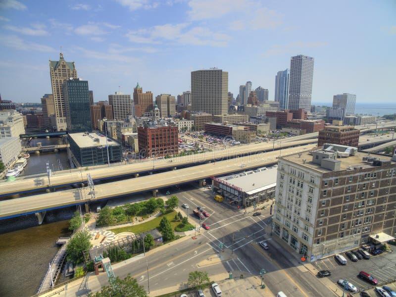 Milwaukee, Wisconsin im Sommer durch Brummen lizenzfreie stockbilder