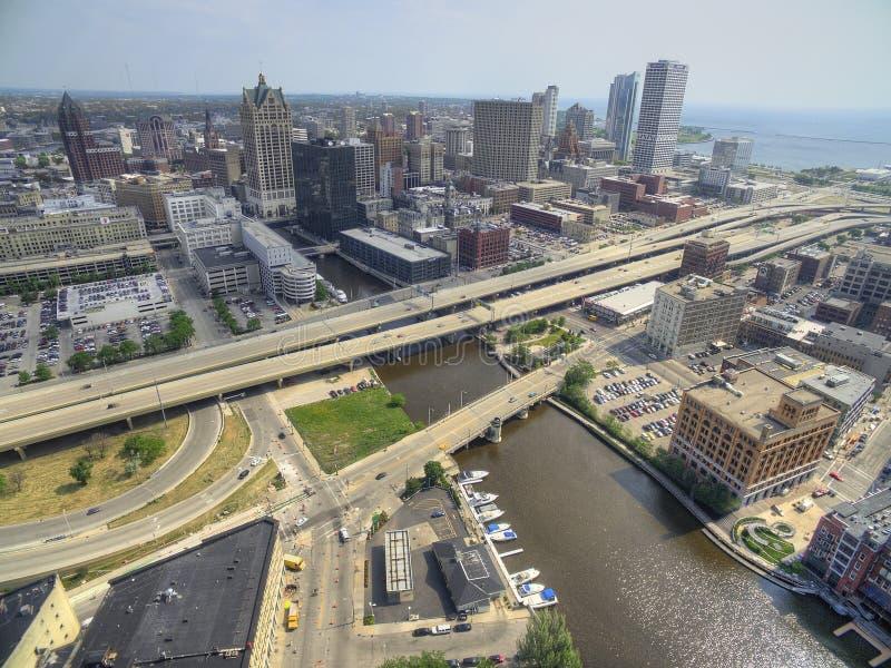 Milwaukee, Wisconsin im Sommer durch Brummen lizenzfreies stockbild