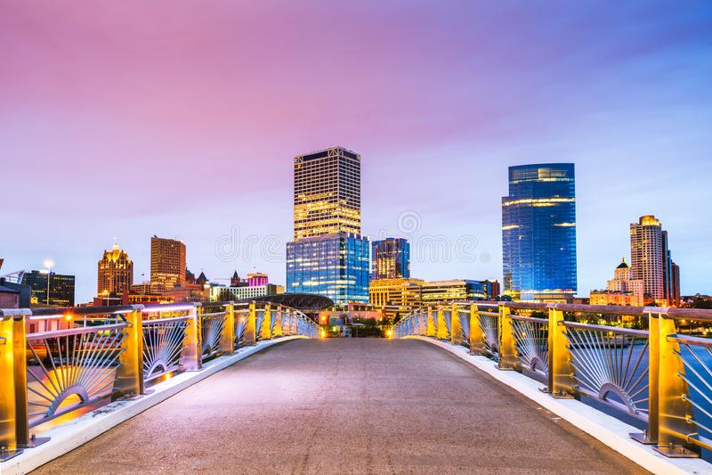 Milwaukee Wisconsin, USA i stadens centrum stadshorisont p? Lake Michigan arkivbild