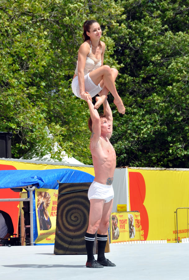 Download Mim & Danny Perform At The World Buskers Festival Editorial Stock Image - Image: 28796964