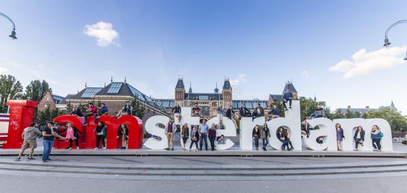 Mim sinal de Amsterdão com povos imagem de stock royalty free