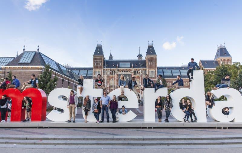 Mim sinal de Amsterdão com povos imagens de stock royalty free