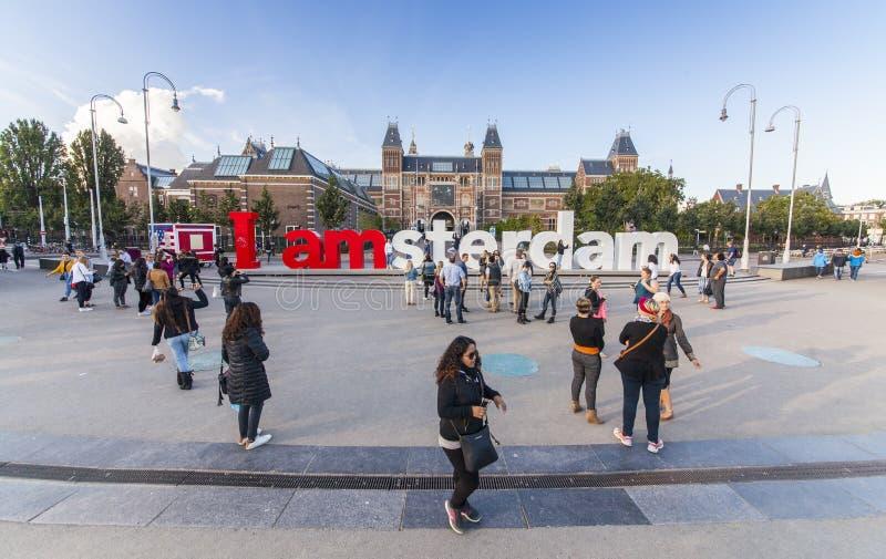 Mim sinal de Amsterdão com povos imagem de stock