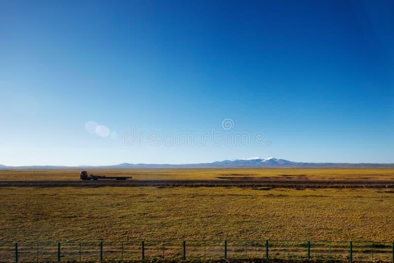 Mimalistic山风景 免版税库存照片