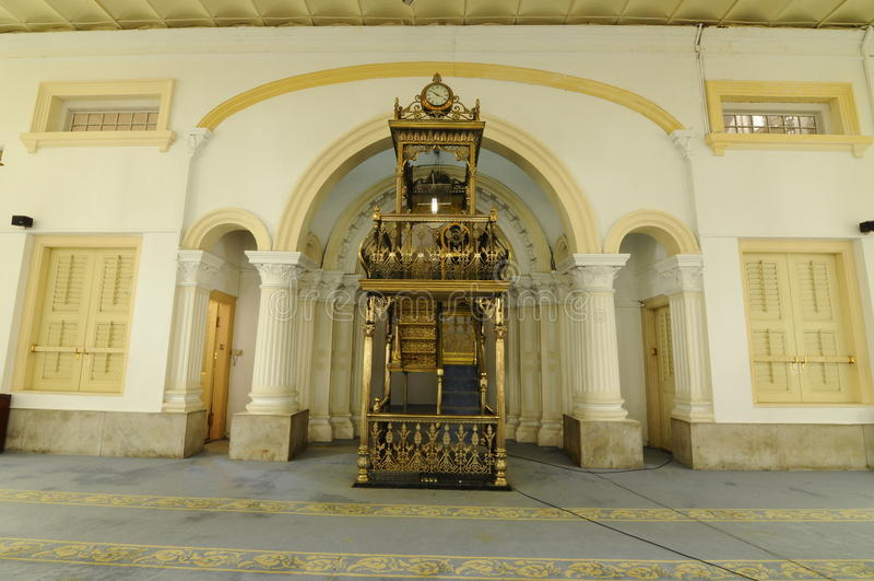 Mimbar av Sultan Abu Bakar State Mosque i Johor Bharu, Malaysia royaltyfria bilder