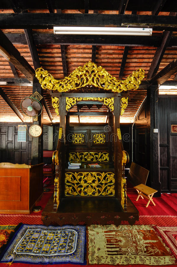 Mimbar van Masjid Kampung Laut in Nilam Puri Kelantan, Maleisië stock afbeeldingen