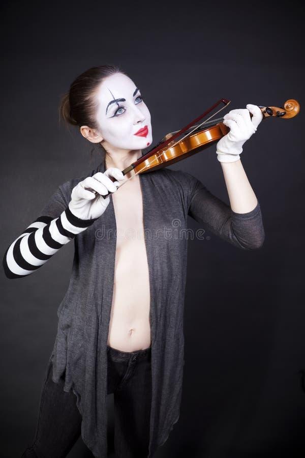 mime παίζοντας γυναίκα βιολ& στοκ εικόνα