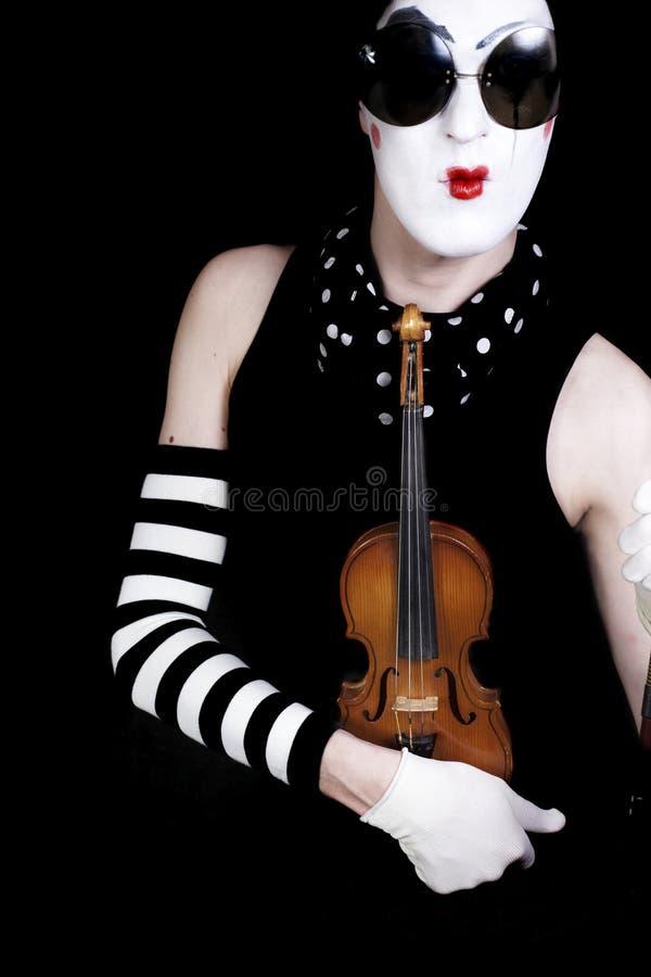 Download Mime Com Violino E óculos De Sol Imagem de Stock - Imagem de azul, ridiculous: 12808941