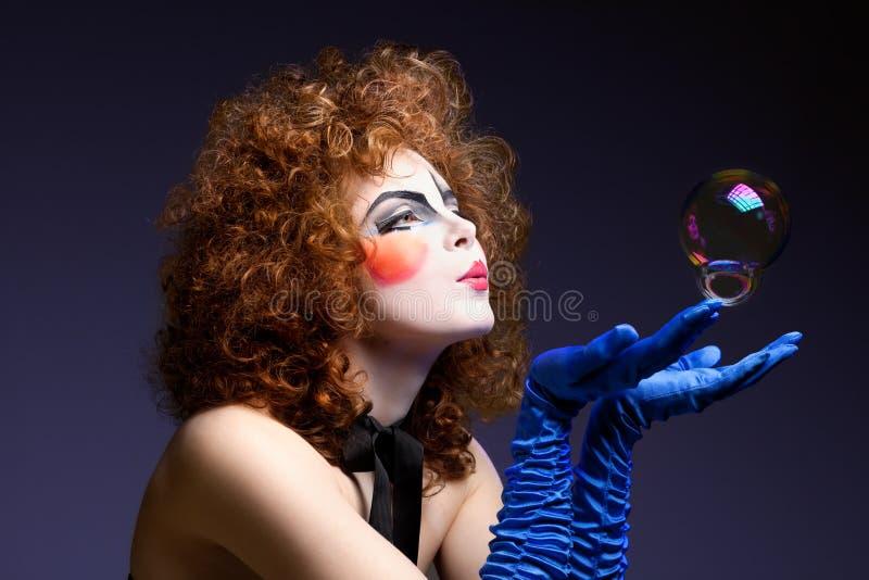 Mime da mulher com bolhas de sabão. foto de stock royalty free