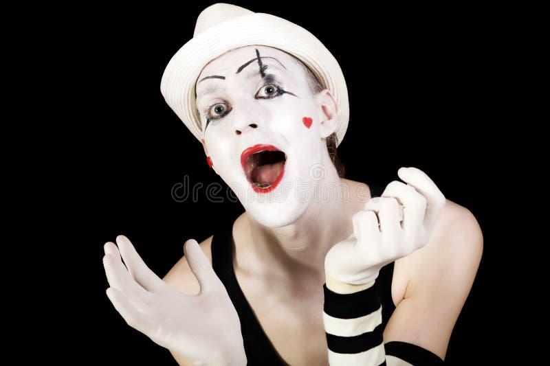 Mime di grido divertente in cappello bianco fotografia stock libera da diritti