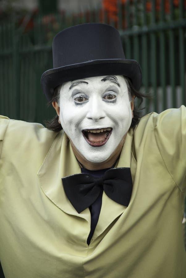 Mime francês com uma expressão alegre imagens de stock royalty free