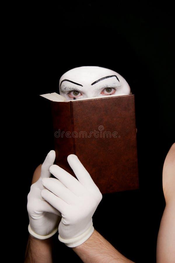 Mime in guanti bianchi con il libro fotografie stock libere da diritti