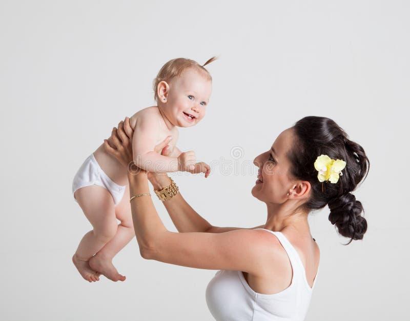 Mime a jugar con la hija, deteniéndola foto de archivo