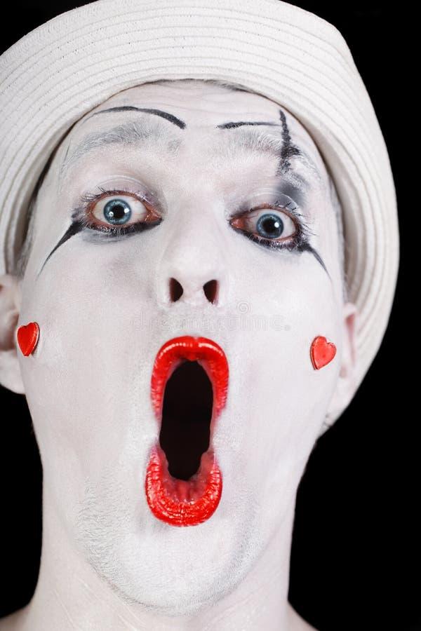 Mimo di grido divertente in cappello bianco immagini stock libere da diritti
